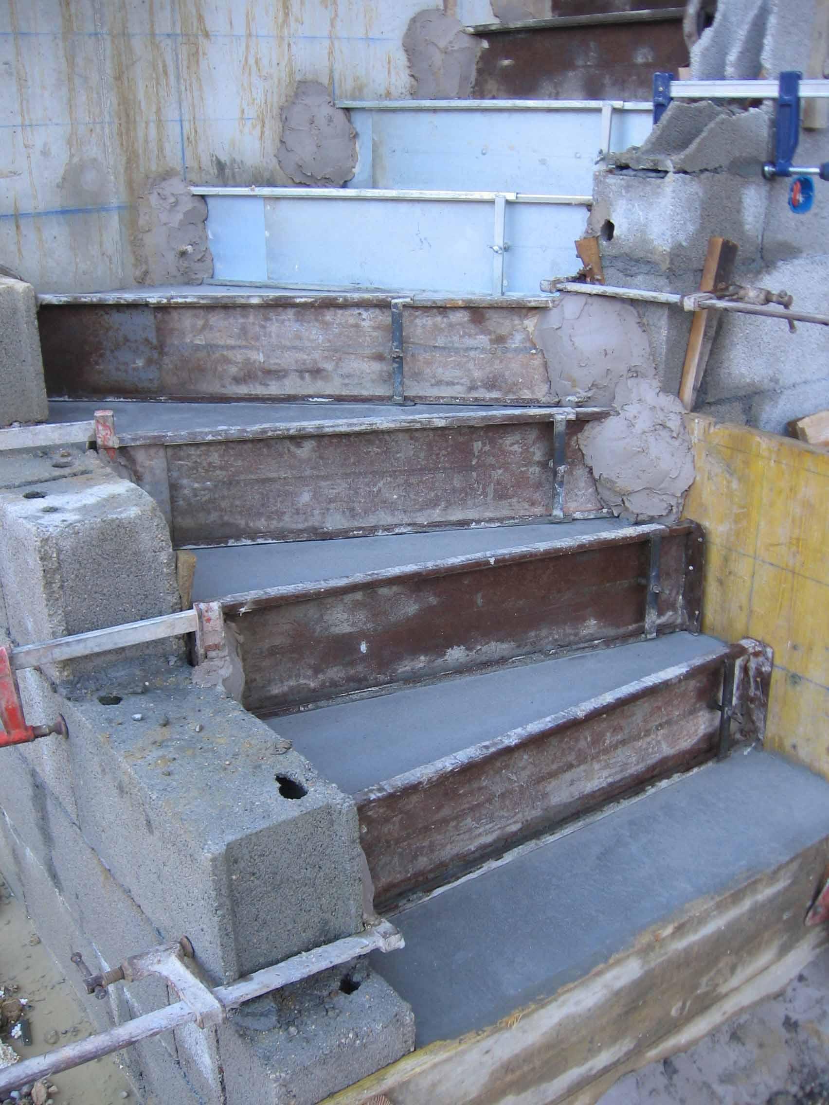Carrelage mosaique miroir champigny sur marne besancon le tampon cout travaux renovation for Peindre beton exterieur